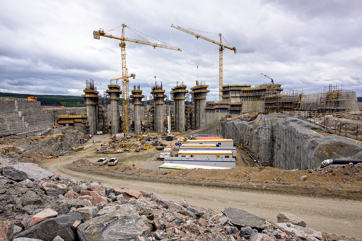 Spillway construction, Muskrat Falls - June 2015.jpg